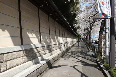 yasukuni dori - shrine wall